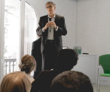 Francisco García Paramés presenta Value School, un programa de divulgación de Cobas AM