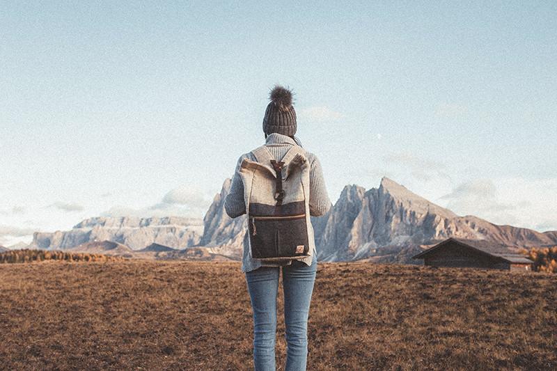 chica-montañas-reducida